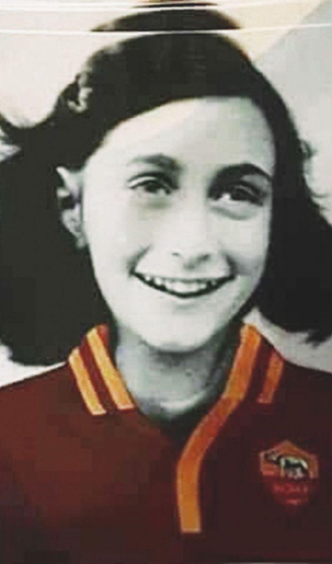 Ultima follia da ultrà laziale: Anna Frank vestita in giallorosso