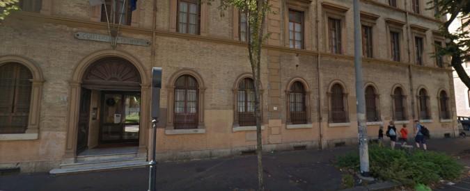 Roma, cade dalla tromba delle scale a scuola: morto ragazzino di 13 anni