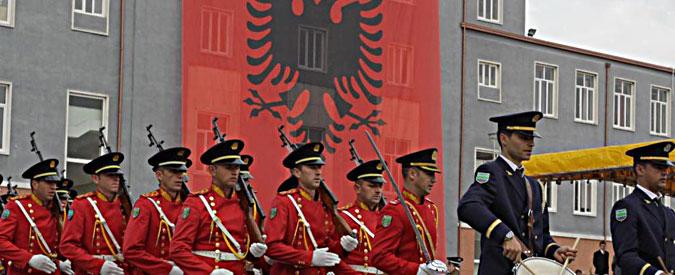 Albania, gli arresti di trafficanti di marijuana inguaiano l'ex ministro degli Interni e il governo