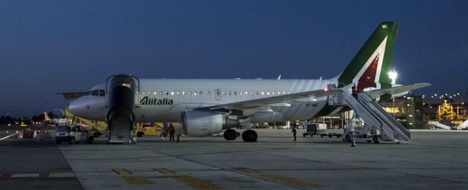"""Alitalia, l'offerta di Lufthansa: """"Interessati a creare NewAlitalia"""". Stampa: """"Vogliono tagliare 6mila posti"""""""