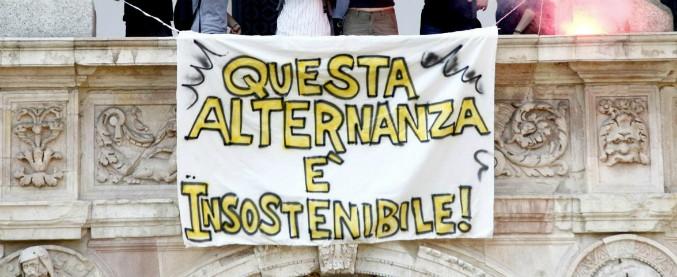 Alternanza scuola-lavoro, il governo dimezza le ore in azienda volute da Renzi. Risparmio di 56 milioni all'anno