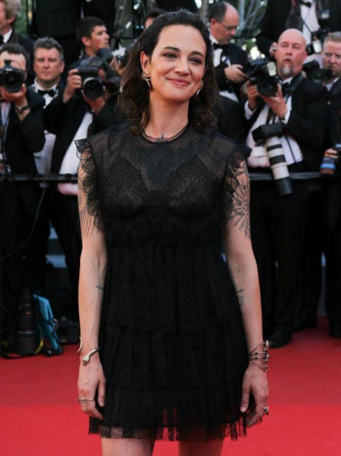 """Asia Argento risponde a Enrico Brignano su Twitter: """"Se te vedo t'acciacco…"""""""