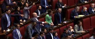 """Legge elettorale, caos in aula sulla fiducia. M5S contro il Governo: """"Vergogna"""""""