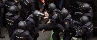 """Referendum Catalogna, la sindaca di Barcellona denuncia: """"Molestie sessuali da parte della polizia"""""""