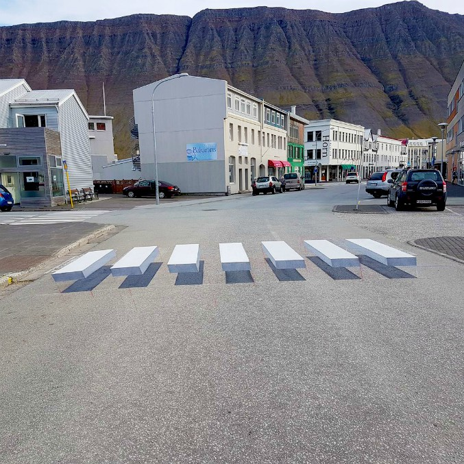 Strisce pedonali tridimensionali: ecco la ricetta islandese per rallentare il traffico
