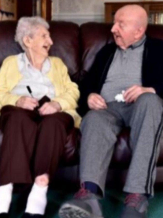 Liverpool, mamma di 98 anni si trasferisce in casa di cura per stare vicino al figlio