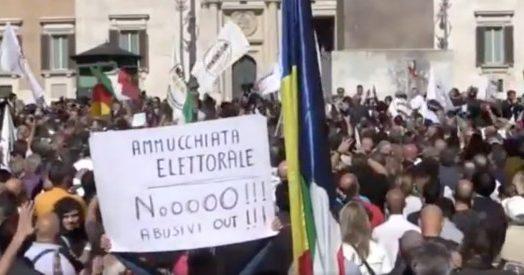 Legge elettorale protesta m5s davanti a montecitorio for Diretta da montecitorio