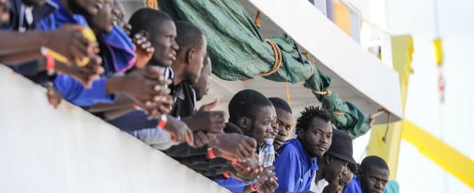 """Migranti, a Palermo sbarcano 606 persone: 241 sono bambini. Ong: """"In Libia torture e violenze sessuali"""""""