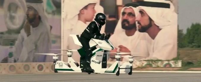 Dubai, arriva una moto volante per la polizia locale – VIDEO