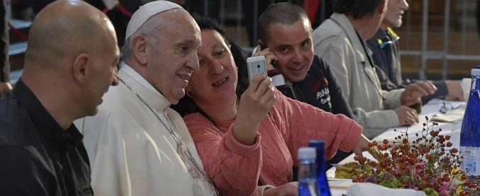 Papa Francesco, la sua enciclica raccontata nei gesti