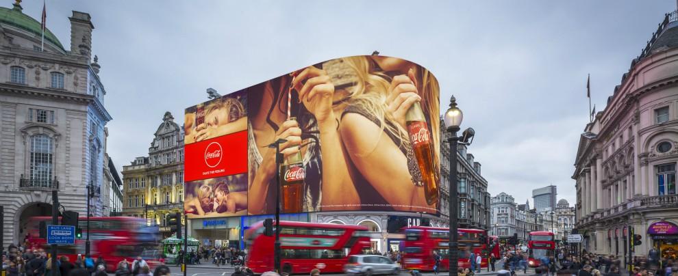 Piccadily Circus, a Londra debutta lo schermo con la pubblicità personalizzata. Ecco il Grande Fratello dell'auto