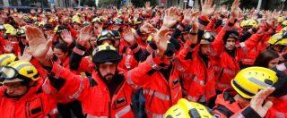 """Referendum Catalogna, sciopero generale: in 300mila a Barcellona contro le violenze della polizia. Madrid: """"Incitano alla ribellione"""""""