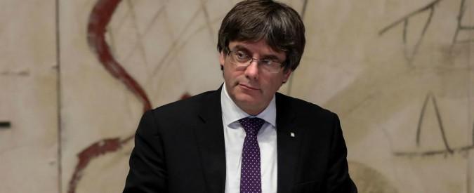 Catalogna, Puigdemont e 4 ex ministri si consegnano alla polizia belga: giudice istruttore decide per il rilascio