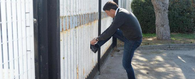 Il tour di Renzi a Pescara, cosa c'è di sbagliato nel fare un comizio fra i banchi di scuola