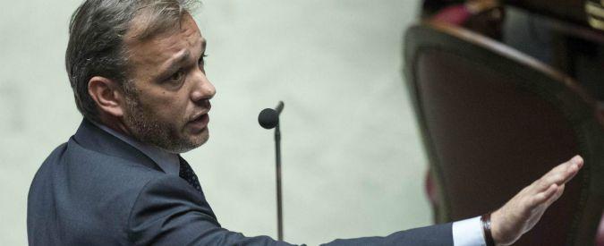 """Vitalizi, Renzi: """"Senatori votino subito ddl. E' Grillo che rincorre Richetti"""". Ma M5s: """"Buffoni, Pd ci ha sempre bloccato"""""""