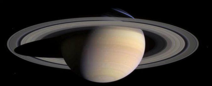 Ai confini del Sistema Solare un Saturno in miniatura: Haumea ha un anello di polveri e due lune