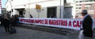 """""""Matteo salviamo Napoli"""", alla conferenza programmatica del Pd anche uno striscione contro De Magistris"""