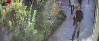 Milano, l'11 settembre molestò bimba di 6 anni in androne palazzo. Polizia diffonde video del sospetto