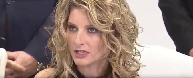 """Usa, ex stella di 'The Apprentice' cita Trump in giudizio: """"Molestie sessuali"""""""