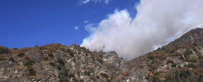 Il Piemonte brucia e Torino soffoca. Ma la maratona si corre lo stesso