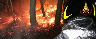 """Varese, da cinque giorni brucia il parco regionale del Campo dei Fiori. Sindaco: """"Chi ha visto denunci"""""""