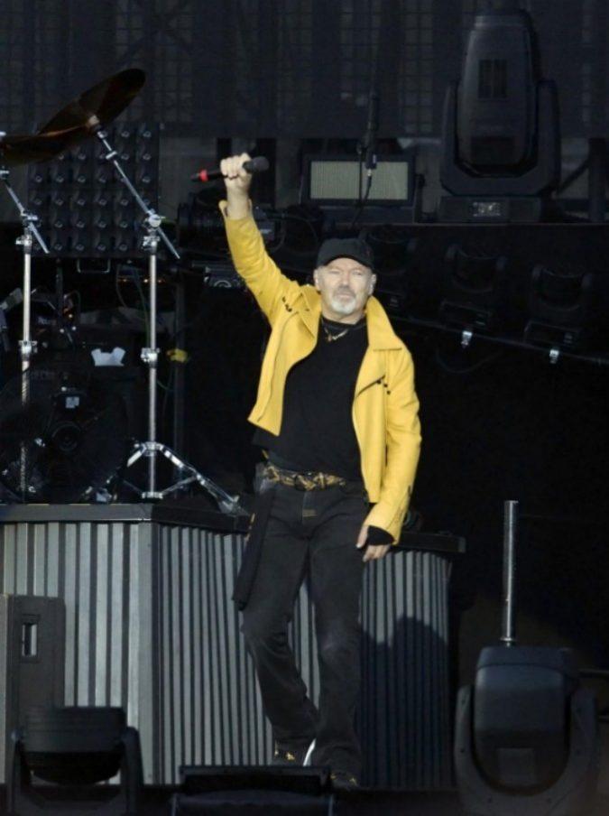 """Vasco Rossi, il bassista Claudio """"Gallo"""" Golinelli ricoverato in terapia intensiva: il messaggio del Blasco su Facebook"""