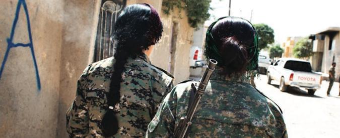 """Isis, """"se ti uccide una donna non vai in paradiso"""". Così le cecchine terrorizzano i jihadisti. Reportage su FqMillenium"""