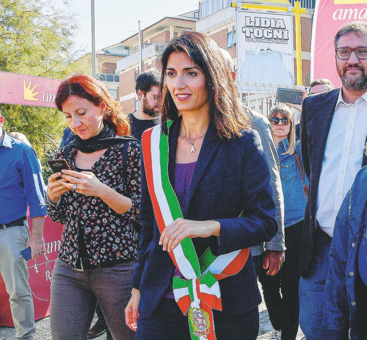 In Edicola sul Fatto Quotidiano del 11 novembre: Oggi pomeriggio in piazza contro la criminalità dopo l'aggressione al reporter Rai