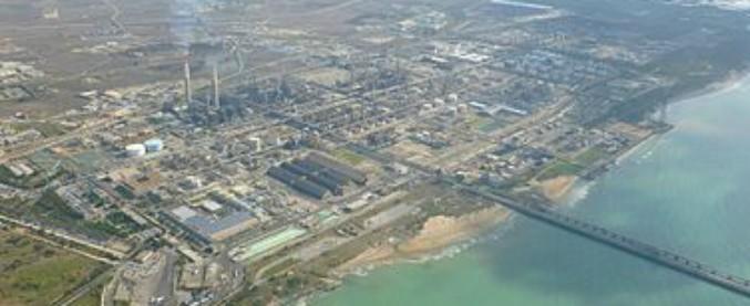 """Eni, chiesto processo per 5 dirigenti della Raffineria di Gela: """"Inquinamento ambientale e gestione illegale di rifiuti"""""""