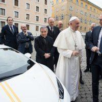una lamborghini huracán per papa francesco - foto - il fatto