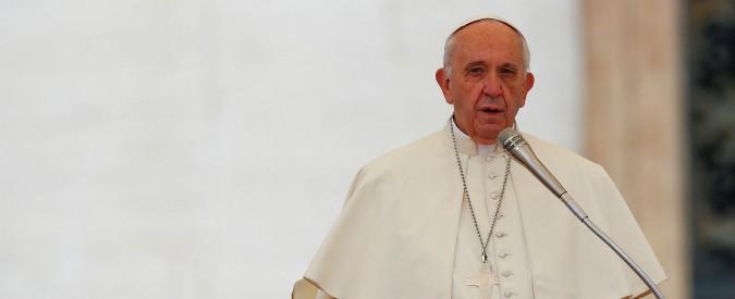 "Fine vita, l'apertura procura a Francesco nuovi nemici: ""È di sinistra ed eretico"""