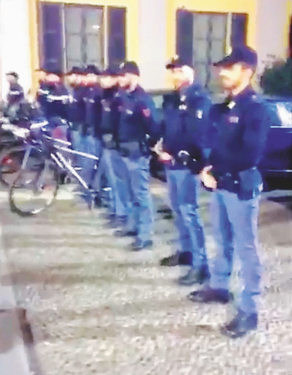 Sul Fatto del 18 novembre – La Polizia fa il picchetto d'onore in Questura per Barbara D'Urso