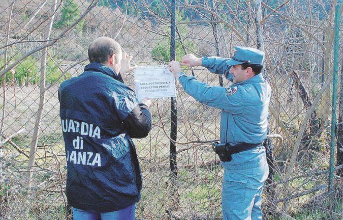"""Indagò sulla mega-discarica di Bussi, forestale suicida nei """"suoi"""" boschi"""