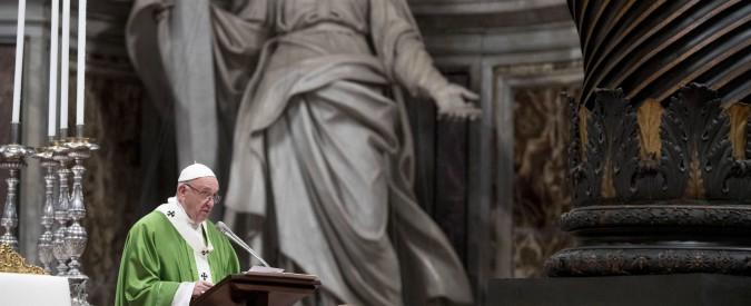 """Papa Francesco: """"Dio non è un controllore di biglietti, non basta non fare del male"""""""