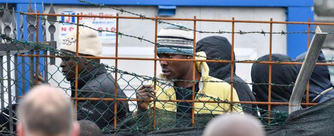 Cona, striscioni Forza Nuova contro la Chiesa che ha accolto i migranti. Ancora proteste nel centro di accoglienza