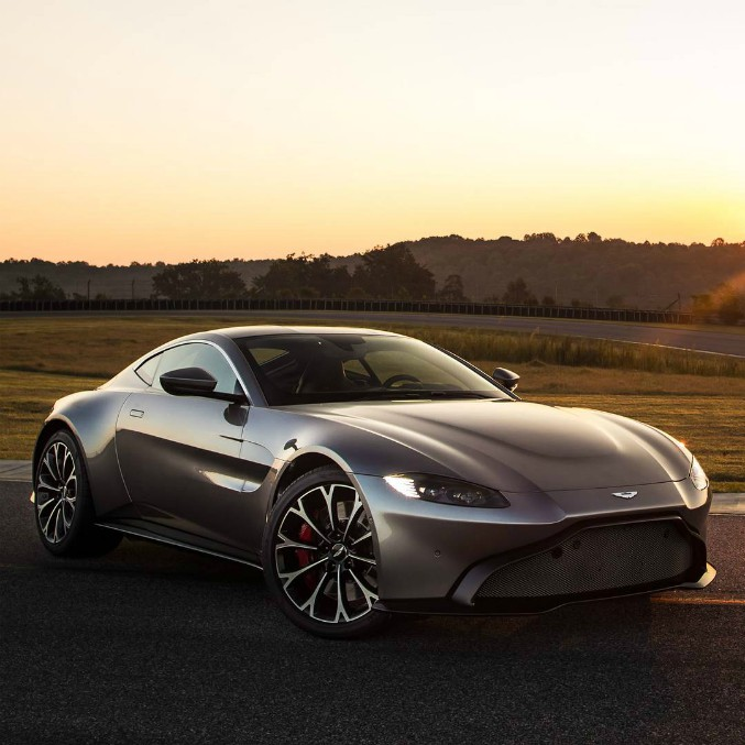 Aston Martin Vantage, svelata la nuova sportiva inglese – FOTO