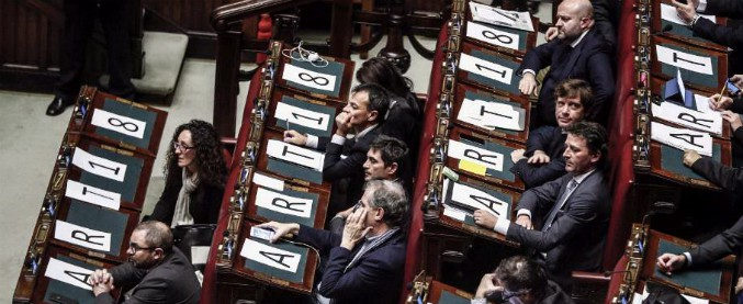 Articolo 18, Camera approva rinvio in commissione della proposta Mdp. Bersani: 'Pietra tombale su dialogo col Pd'