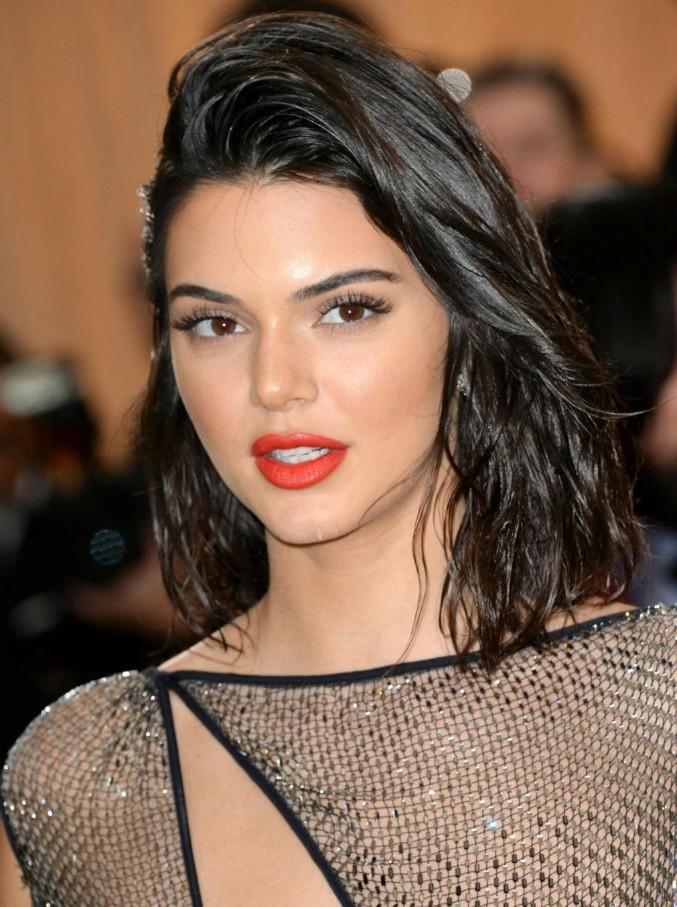 """Forbes, ecco le 10 modelle più pagate del 2017: Kendall spodesta Giselle. Sorpresa """"curvy""""con Ashley Graham"""