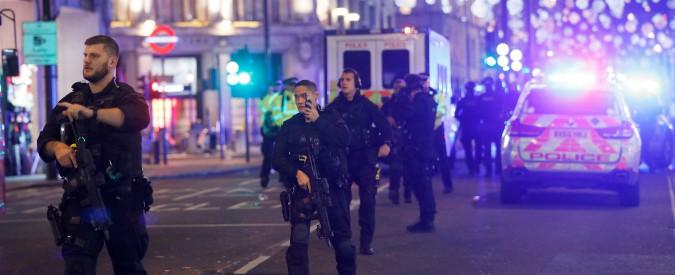"""Londra, panico a Oxford Street. La polizia: """"Nessuno sparo, è un falso allarme"""""""