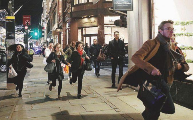 """Londra, una serata di ordinaria follia: """"voce"""" di attentato scatena il panico"""