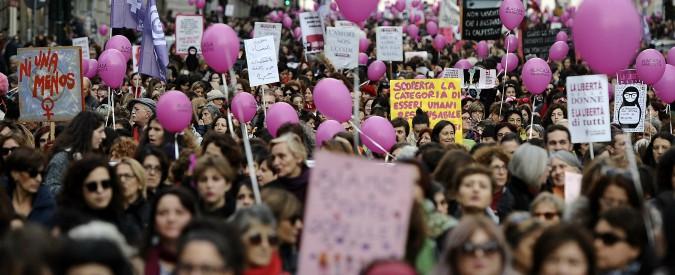 """Giornata contro la violenza sulle donne, oltre 150mila in corteo a Roma. Mattarella: """"Denunciare non basta"""""""