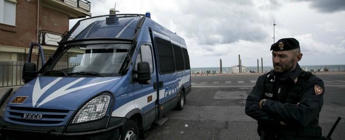 """Ostia, arrestati ex capo dell'ufficio tecnico e due imprenditori: """"Corruzione e falso"""". Registrata la consegna di una tangente"""