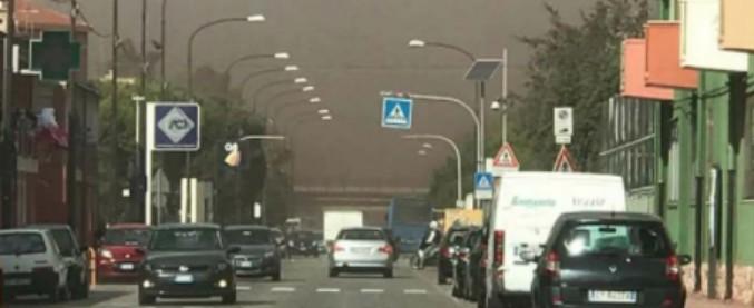 Taranto, polveri Ilva sul rione Tamburi: scuole chiuse per 4 giorni in un mese. La preside: 'Senza istruzione non c'è riscatto'