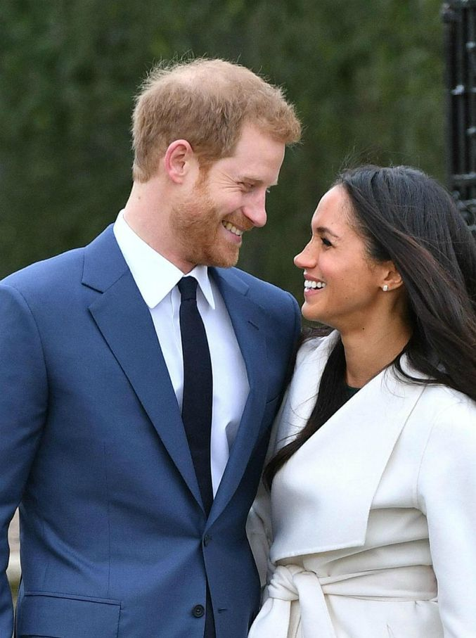 Buckingham Palace, Harry e Meghan Markle cercano un social media manager?