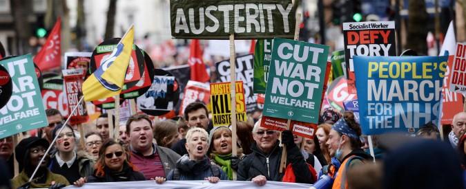 """Brexit, l'economia inglese frena: """"Nei prossimi 5 anni tagli del 7% ai servizi. Solo nel 2025 salari al livello del 2008"""""""