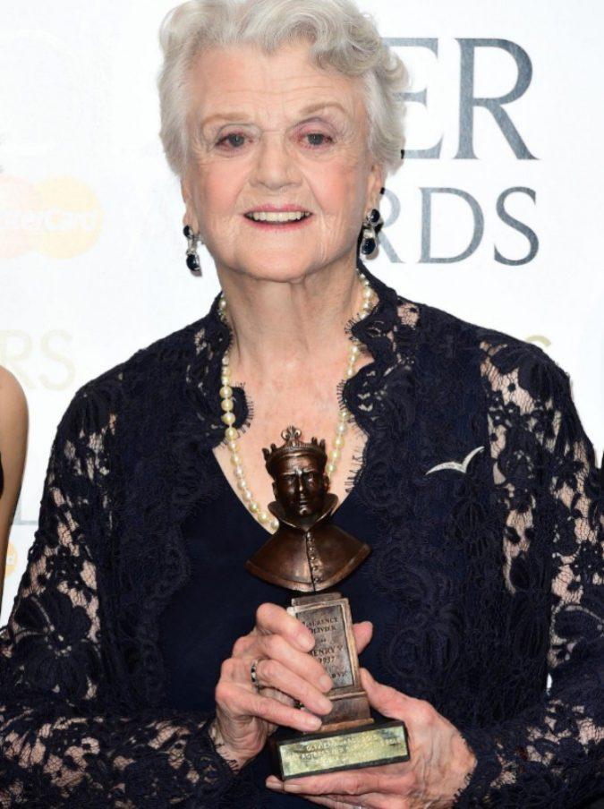 """Angela Lansbury, """"la signora in giallo"""" sulle molestie sessuali: """"Care donne, dovremmo a volte prenderci la responsabilità di quanto accaduto"""""""