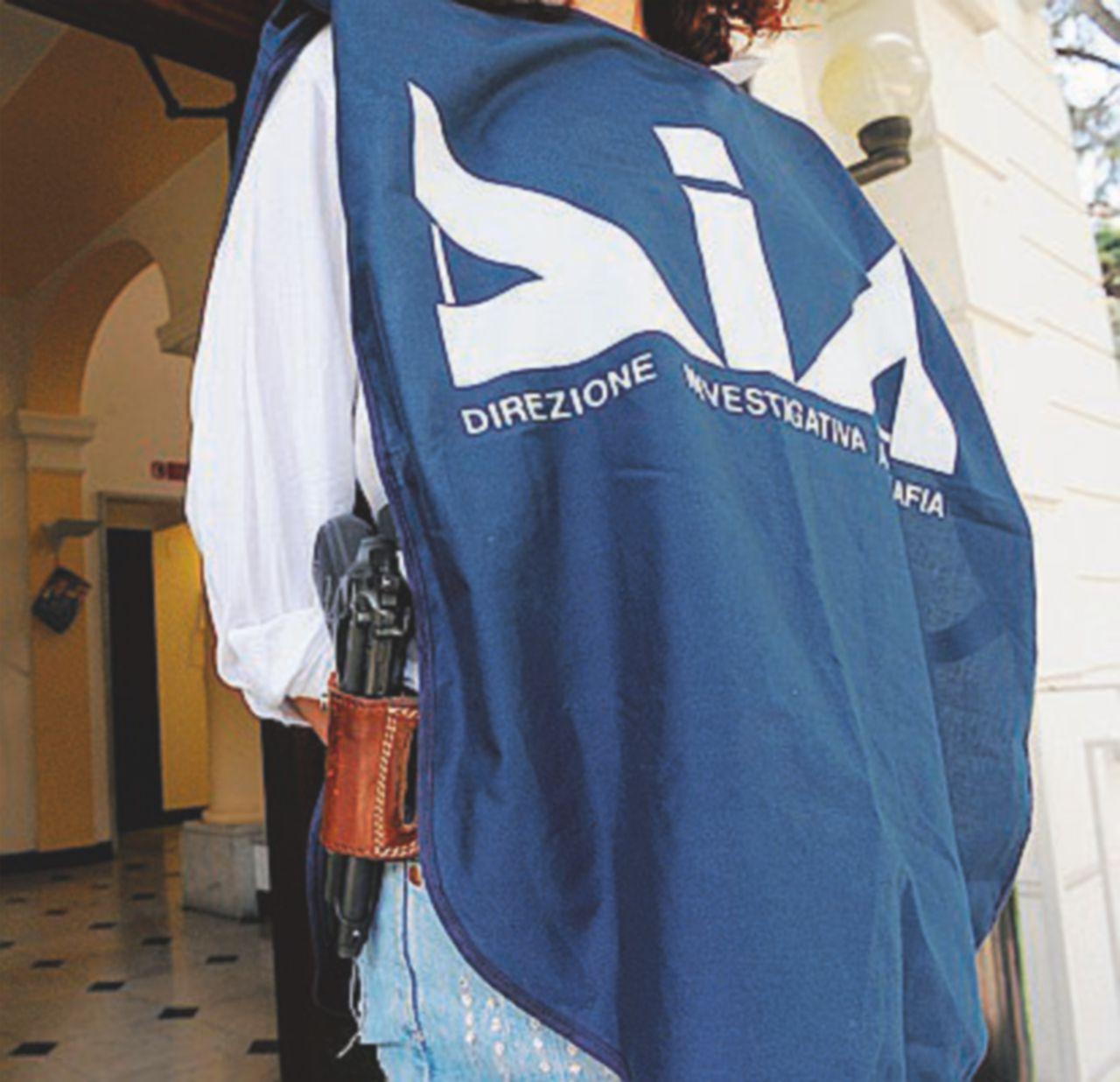 Traffico di rifiuti e pax mafiosa: in carcere anche un giornalista