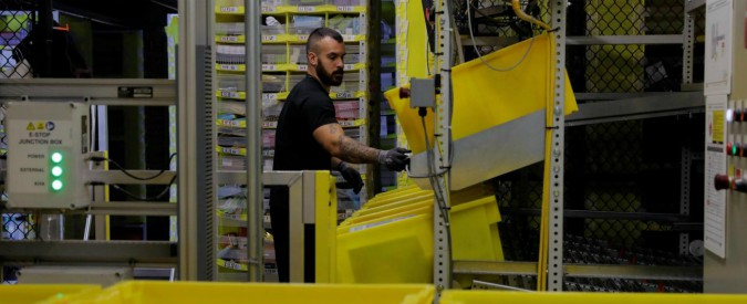 """Amazon, 300mila euro di multa dall'Agcom: """"Fa attività postale senza avere l'autorizzazione"""""""