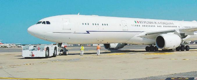 """Air Force Renzi, il premier Conte: """"Stop al contratto da 150 milioni per l'Airbus"""". Toninelli scrive ai commissari di Alitalia"""