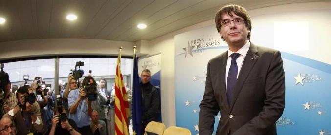 Catalogna, Puigdemont si candida alle elezioni ma Madrid ordina il suo arresto